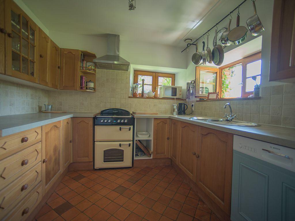 pond_cottage_kitchen